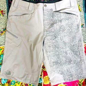 Men's cryptic grey North Face Shorts sz XL euc